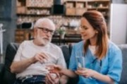 Уход за пожилыми людьми с деменцией и болезнью Альцгеймера
